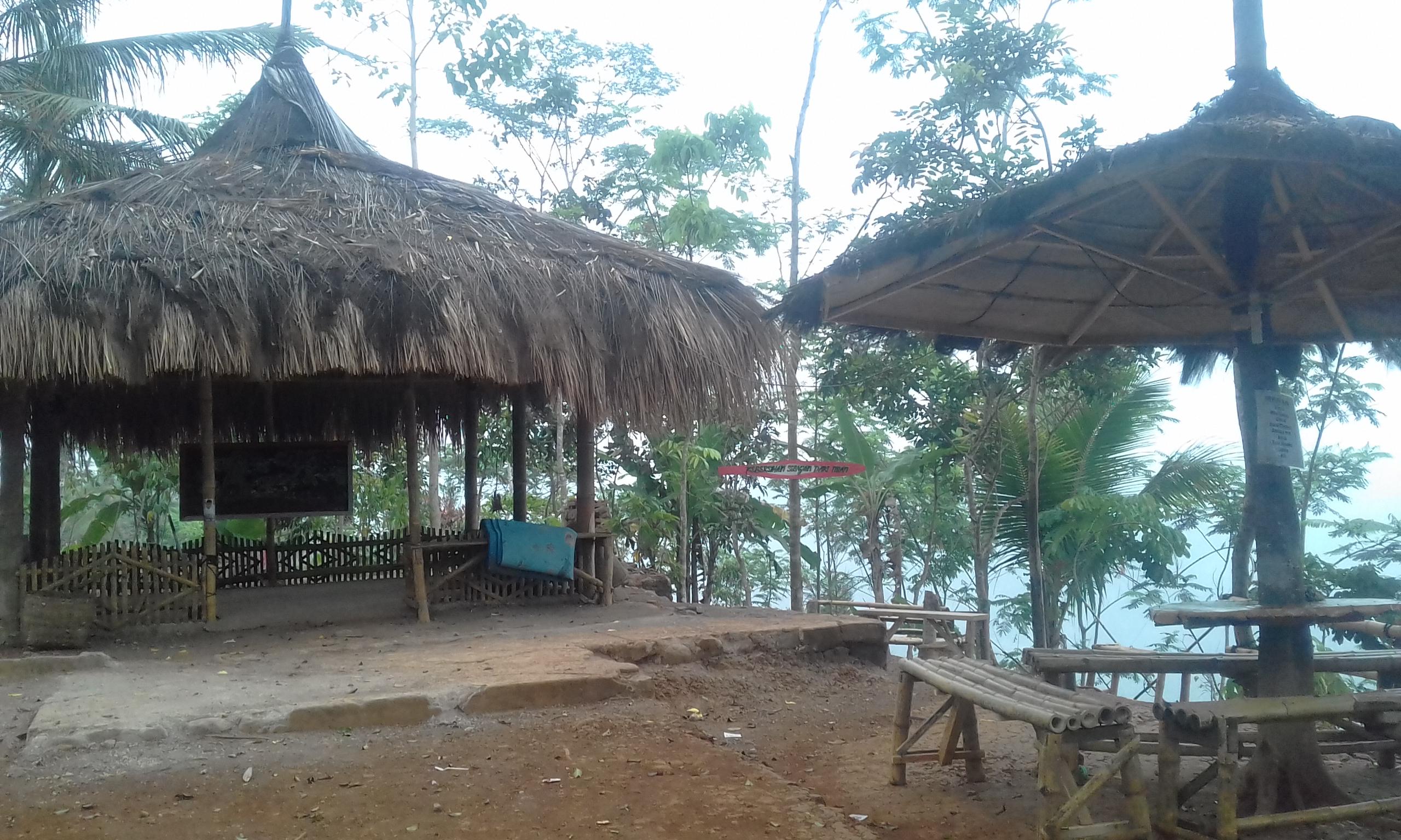 Sejuk Udara Pagi Di Atas Awan Puncak Bangku Kecamatan